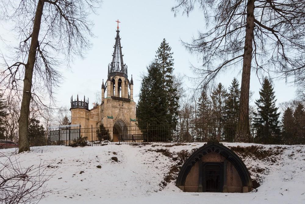 шуваловский парк церковь склеп