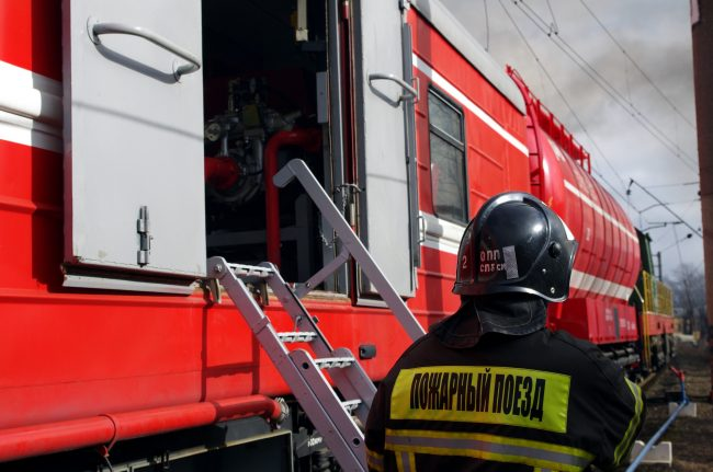 пожар склады улица салова гу мчс по петербургу огонь чп пожарный поезд