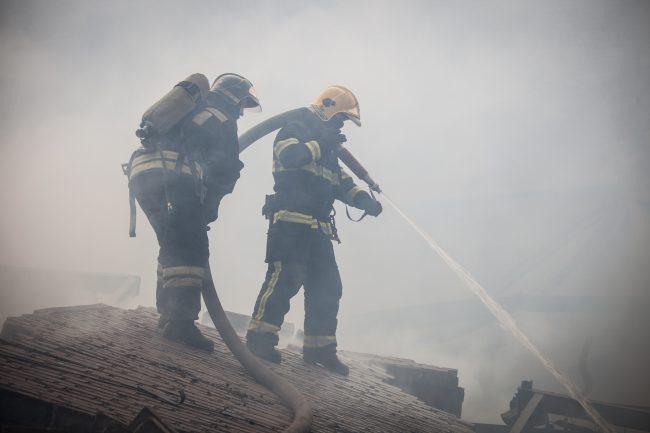 пожар склады улица салова гу мчс по петербургу огонь чп пожарные