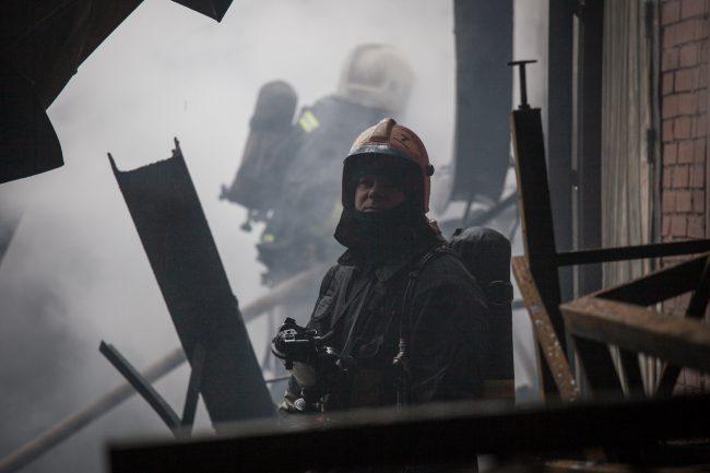 НаМоховой улице изгорящей квартиры спасли четверых человек