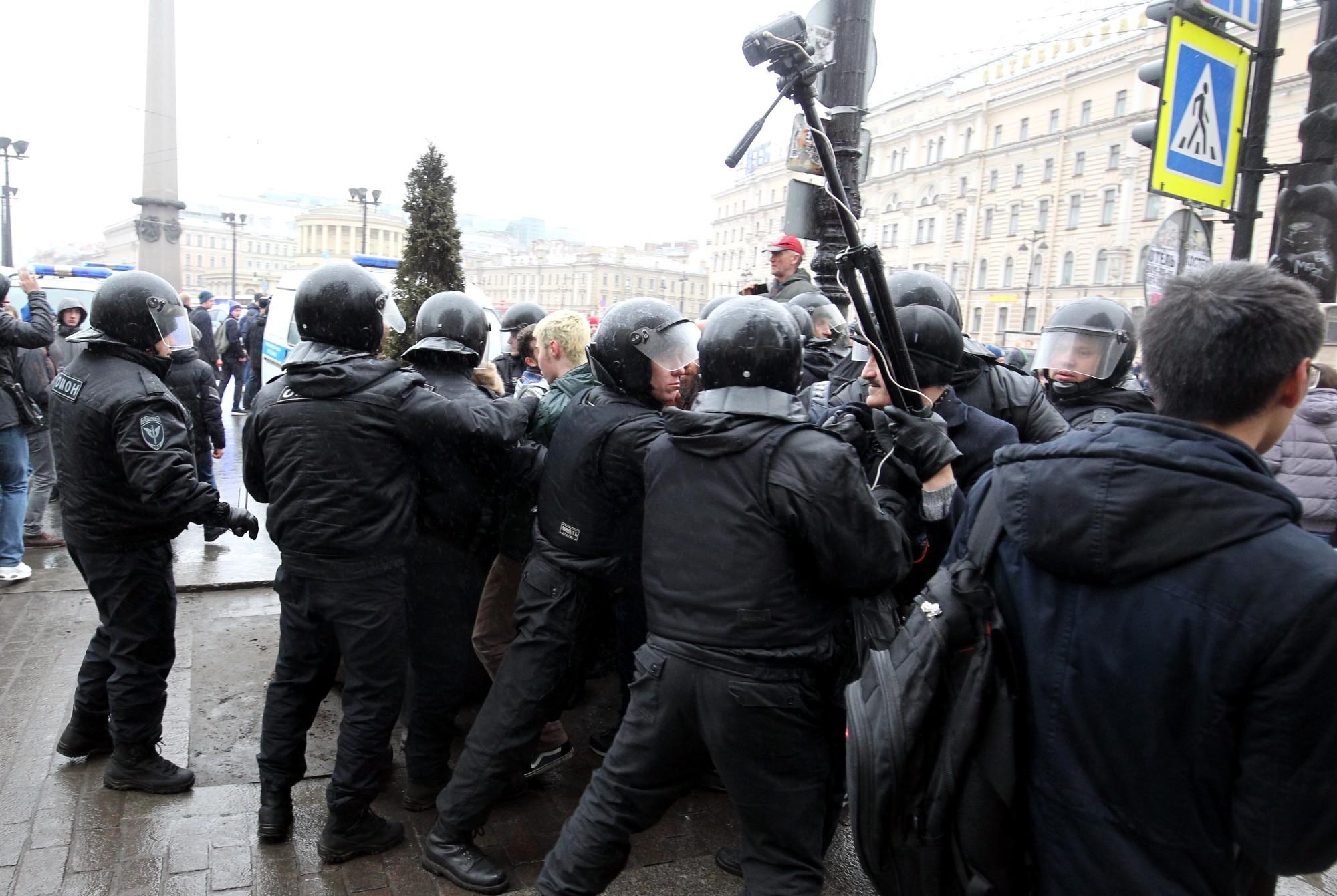оппозиция митинг марш шествие невский проспект задержание полиция омон онвамнедимон