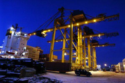 морской порт контейнеры погрузчик