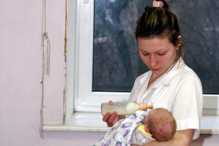 материнство мать детская больница № 15 грудной ребёнок дети медсестра медик врач медицина роды роженица