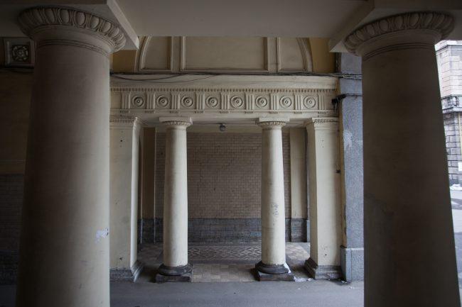 двор литейный 46 архитектура колонны