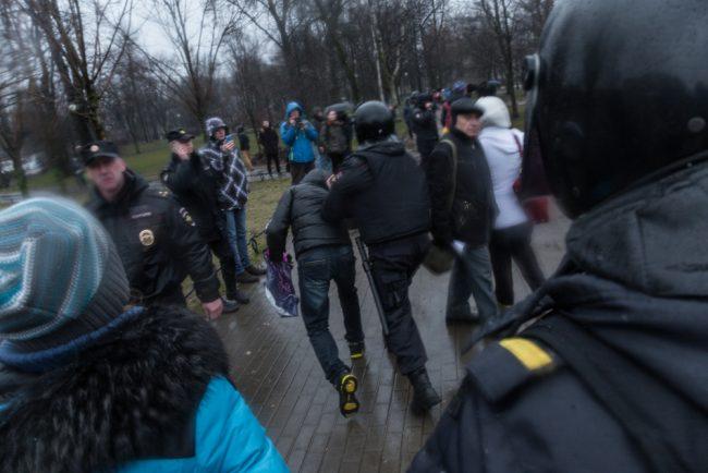 nadoelo_17 полиция задержания митинг надоел горьковская 29.04.2017