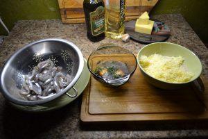 Готовим корюшку, яйца с зеленью, сухари и сыр