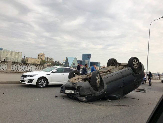 дтп авария перевернутый автомобиль синопская набережная