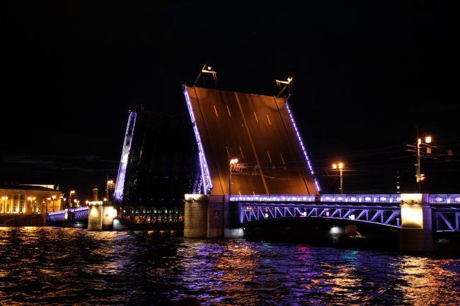 Появилось приложение «Мосты Петербурга» для телефонов