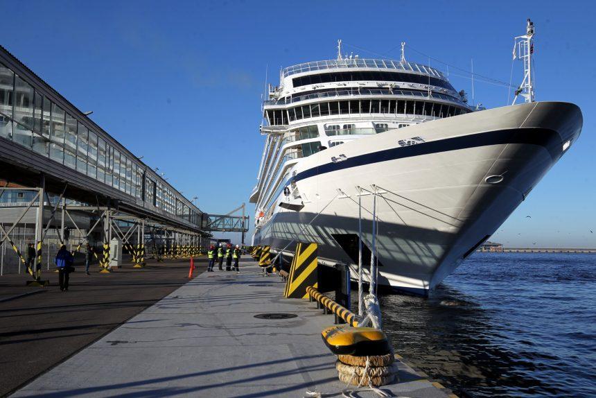 морской пассажирский порт круизный лайнер viking sky швартовка