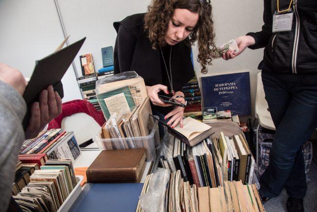 Петербуржцы предпочитают электронные книги бумажным