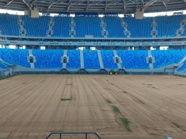 Фото состадиона наКрестовском: споля на100% убрали газон