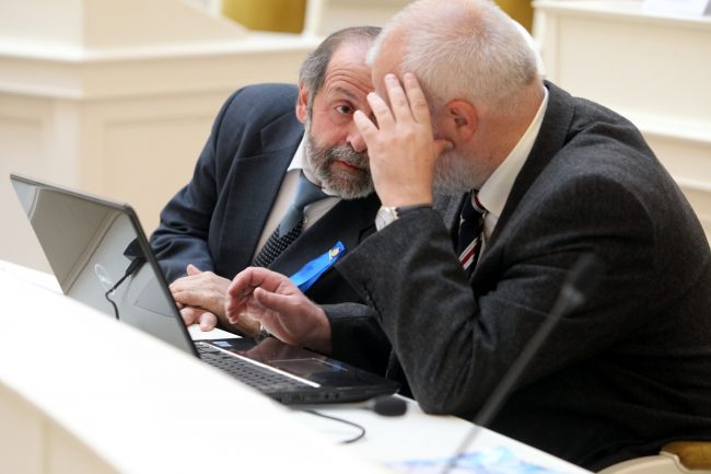депутаты законодательного собрания Борис Вишневский Михаил Амосов синяя лента