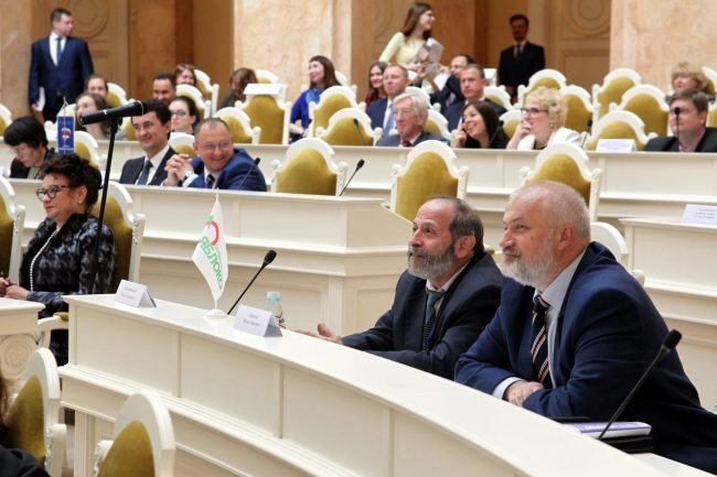 законодательное собрание закс депутаты фракции Яблоко Борис Вишневский Михаил Амосов