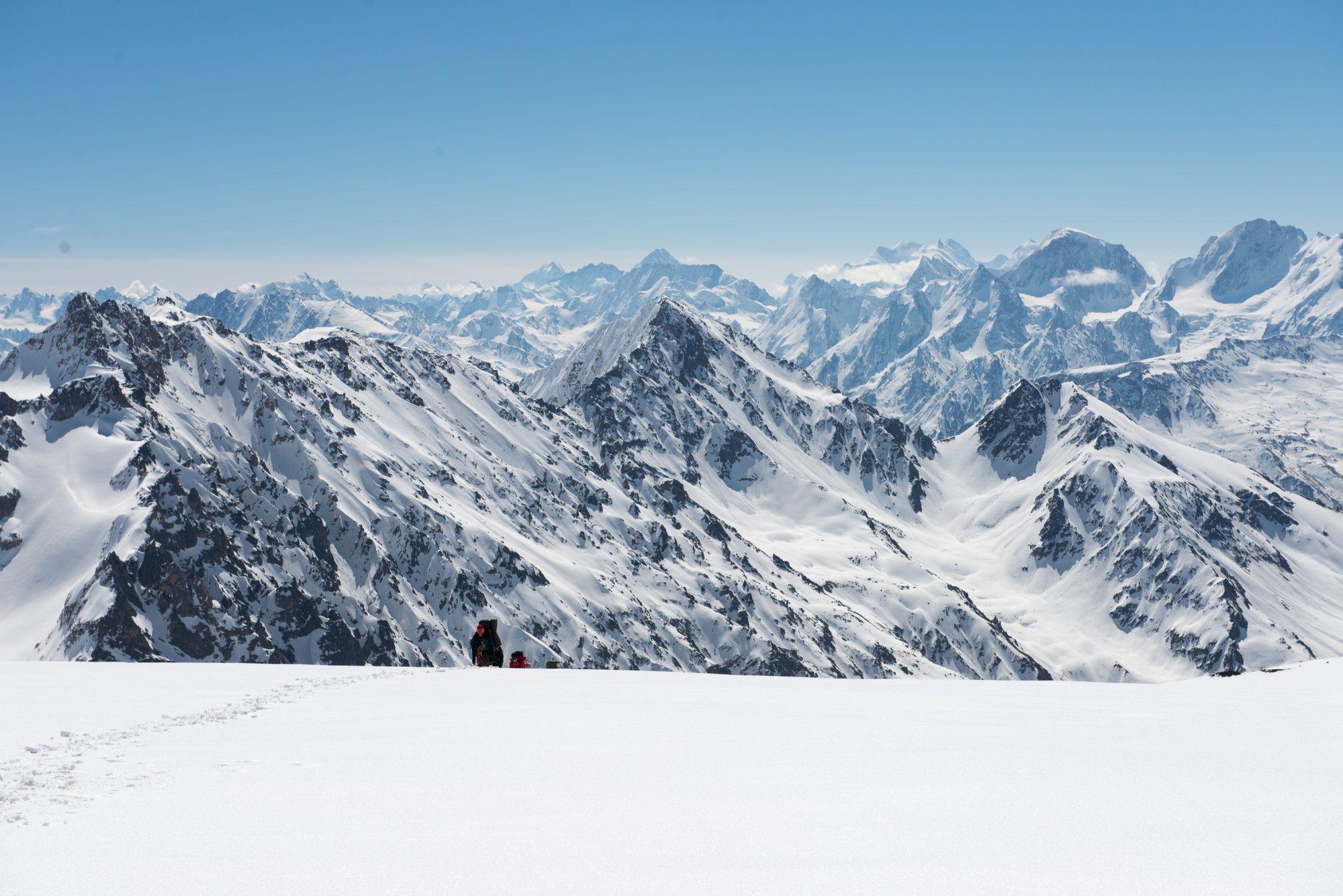 Эльбрус переход через ледовую базу 10