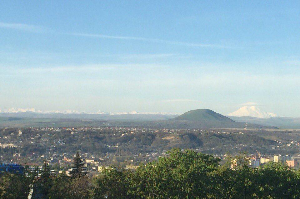 Пятигорск вид на кавказский горный хребет и Эльбрус_Фото Ангелина Фокина