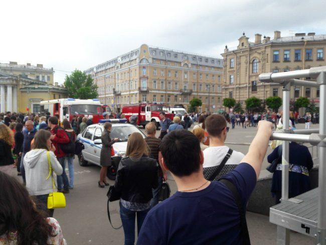 «Сенную площадь» ипереход со«Спасской» на«Садовую» закрывали из-за анонимного звонка