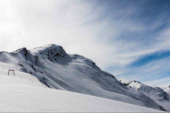 Вид на вершину г. Чегет(3475 м.) с метеостанции (3050 м)