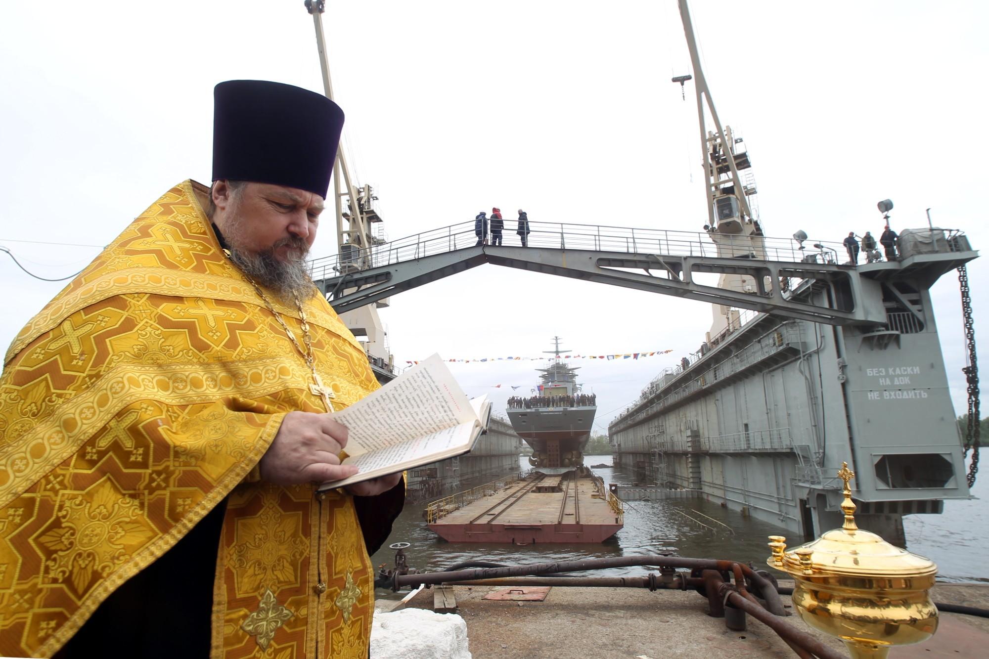 корвет Гремящий боевой корабль судостроительный завод Северная верфь судостроение кораблестроение священник освящение