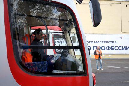 Игорь Скударнов водитель трамвая вагоновожатый трамвайный парк № 7