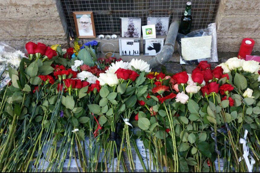 акция памяти честера беннингтона цветы2