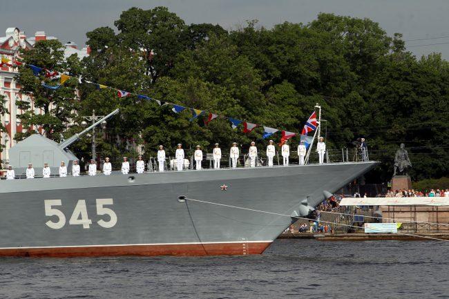 репетиция парада день ВМФ моряки флот военный корабль корвет Стойкий