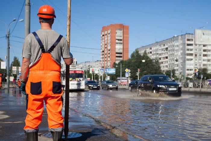 13-24.07.2014 - прорыв трубы на проспекте Энгельса
