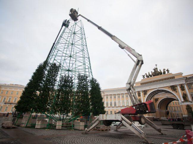 30-09.12.2014 - установка новогодней ёлки на Дворцовой площади