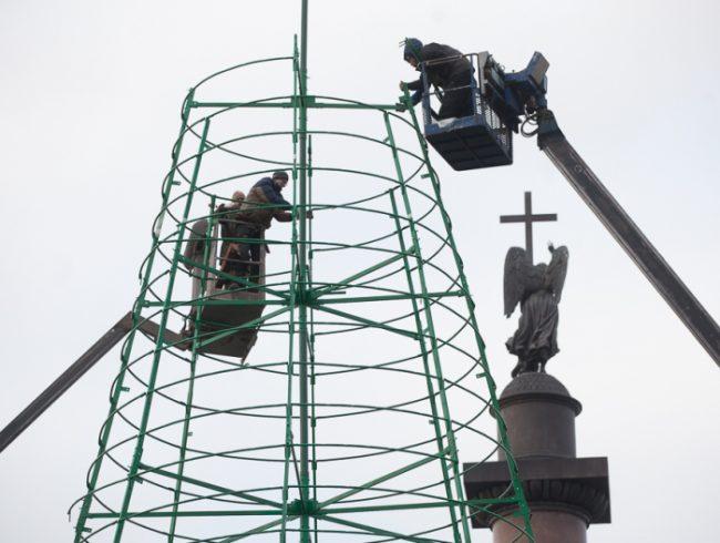 31-09.12.2014 - установка новогодней ёлки на Дворцовой площади 2