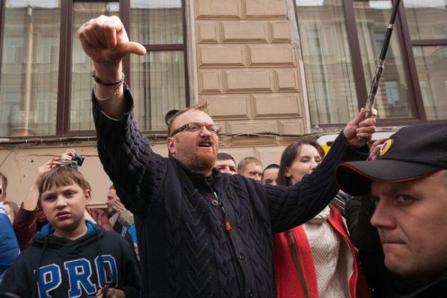 39-01.05.2015 - Виталий Милонов на первомайской демонстрации