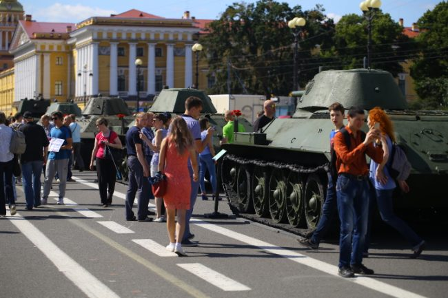 парад военной техники на дворцовой