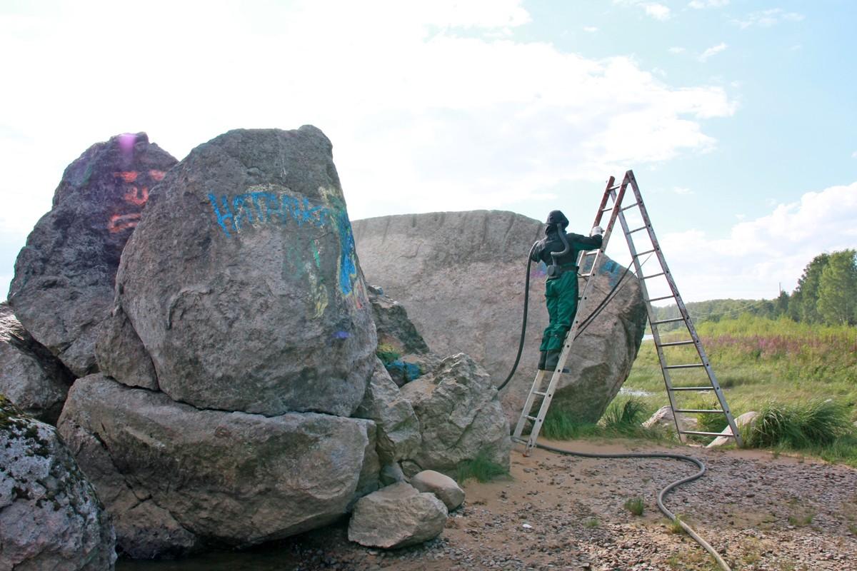 гром-камень очистили от граффити