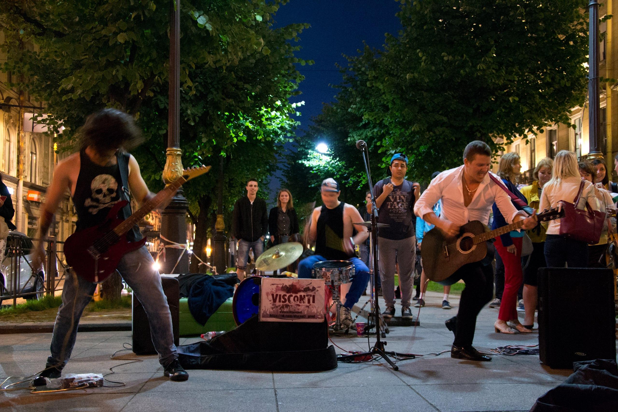 Уличные музыканты в Петербурге
