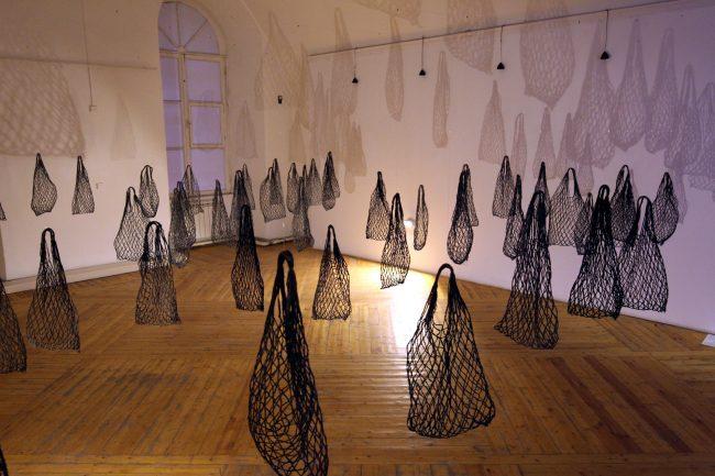 инсталляция очередь выставка тихие голоса