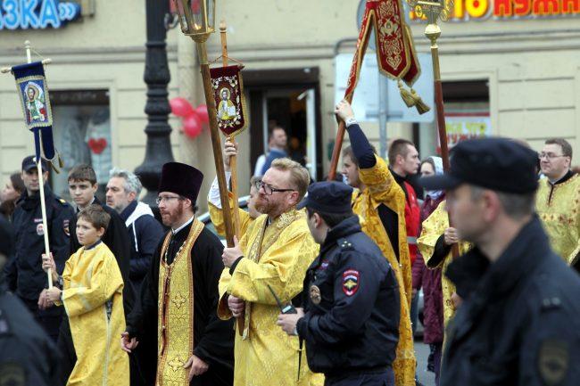православие религия христианство крестный ход перенесение мощей Александра Невского Виталий Милонов