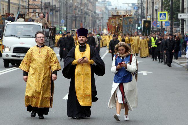 крестный ход перенесение мощей Александра Невского православие религия христианство