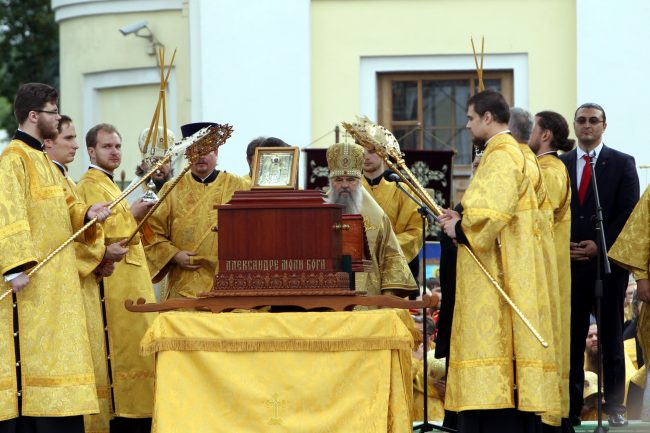 крестный ход перенесение мощей Александра Невского митрополит Варсонофий православие религия христианство