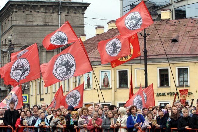 крестный ход перенесение мощей Александра Невского флаги движение Сорок сороков православие религия христианство