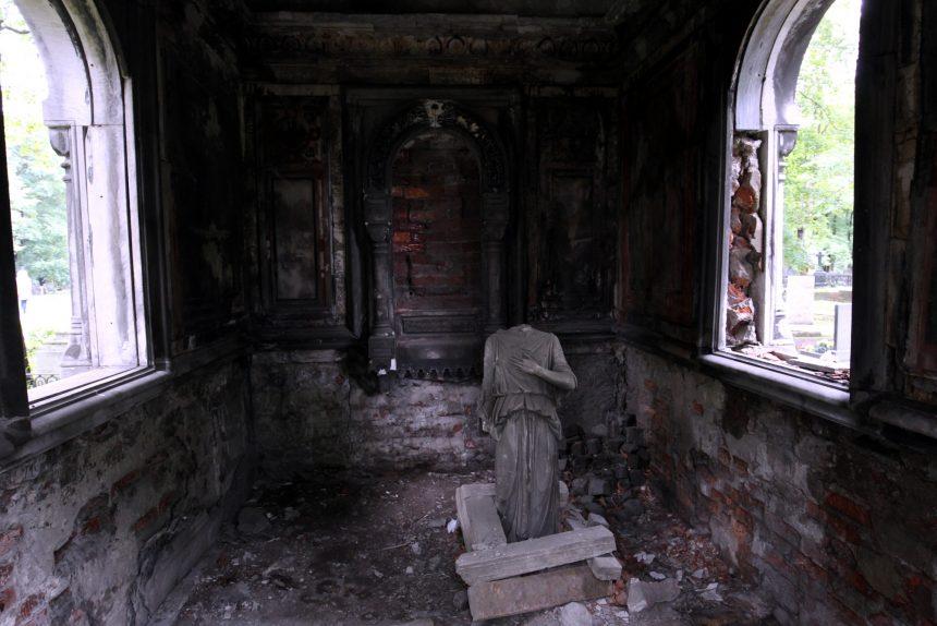 склеп власовых новодевичье кладбище статуя фигура