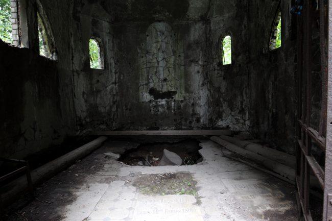 склеп из глазурованного кирпича новодевичье кладбище