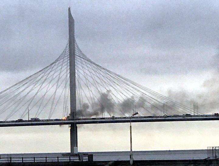 ВПетербурге потушили пылающий наЗСД мост через Малую Неву