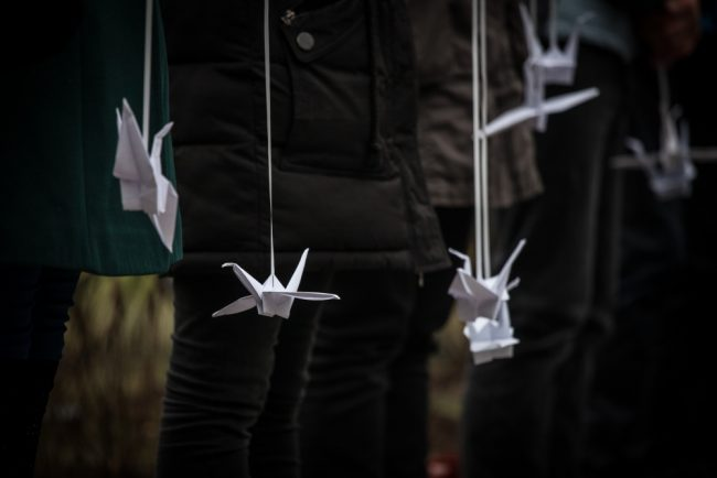 памятник сложенные крылья теракт на синайском полуострове серафимовское кладбище журавлики