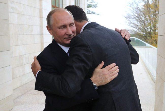 Путин и Асад обнимаются