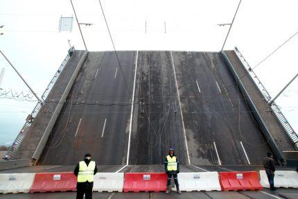 Тучков мост разведённый
