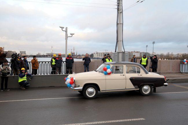 Тучков мост ретро автомобиль