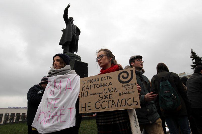 митинг в защиту науки и образования Европейский университет студенты