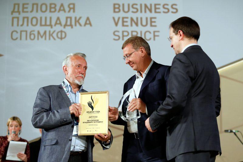 Мединский вручил премии лучшим меценатам на цивилизованном консилиуме вПетербурге