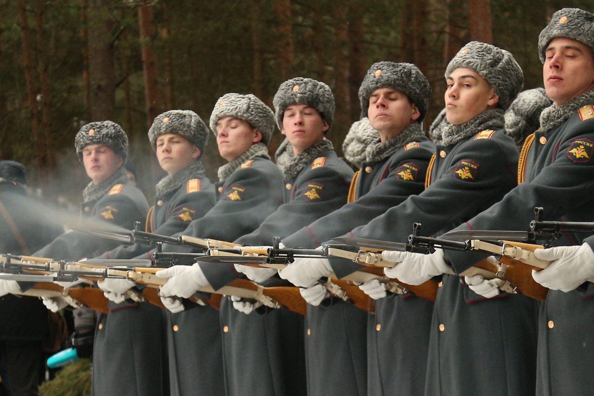 воинские захоронения останки солдат бойцов вов великой отечественной войны церемония траурная сестрорецк кадеты военные военнослужащие конвой  почетный караул