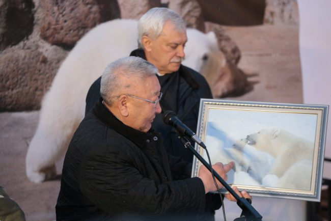 Георгий Полтавченко Егор Борисов передача белого медвежонка Снежинки