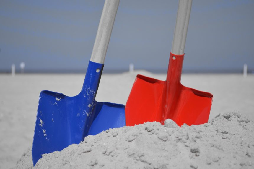 лопаты песок земляные работы строительство