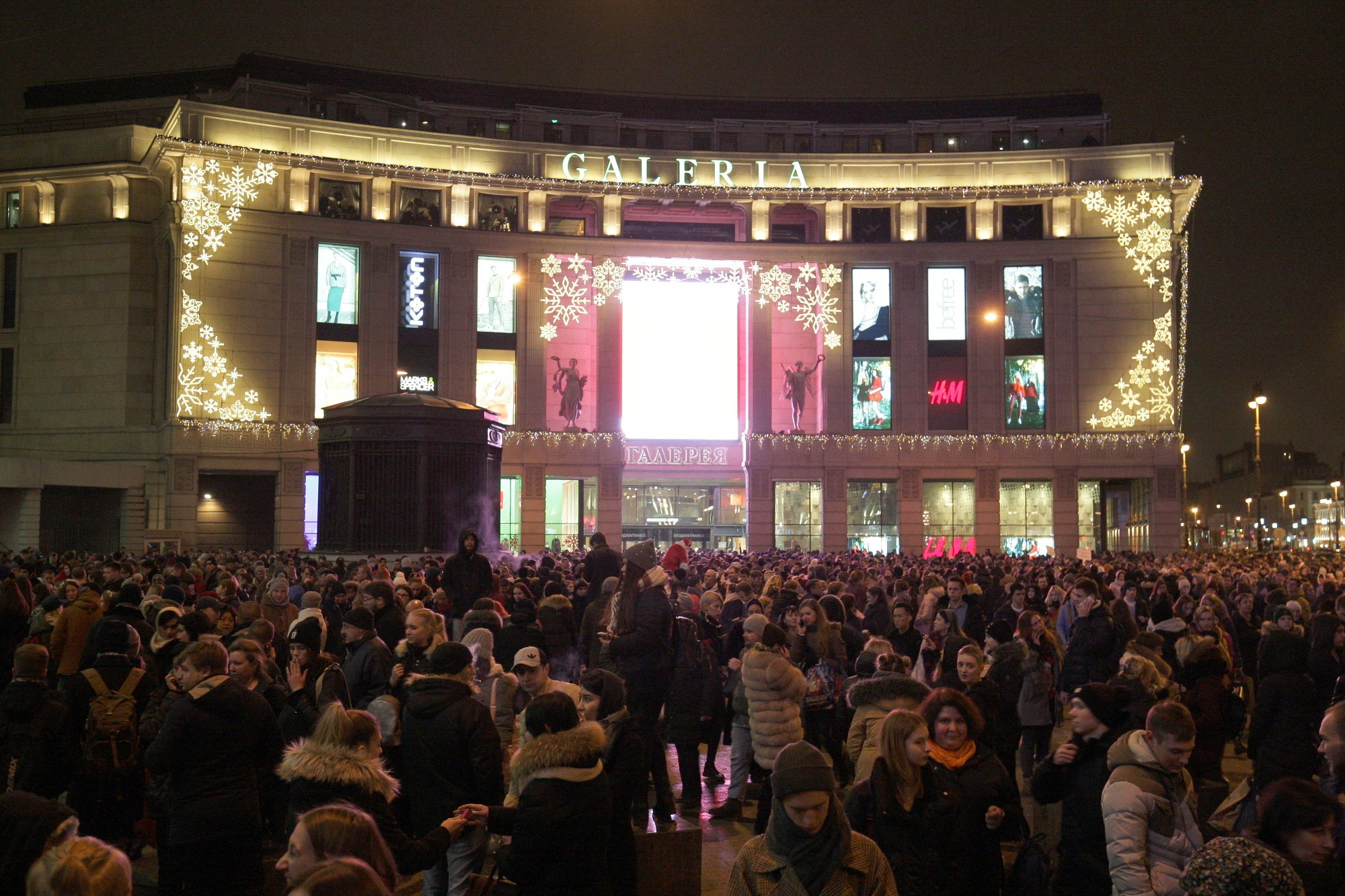 ВПетербурге после двухчасовой проверки вновь открыли ТРЦ «Галерея»